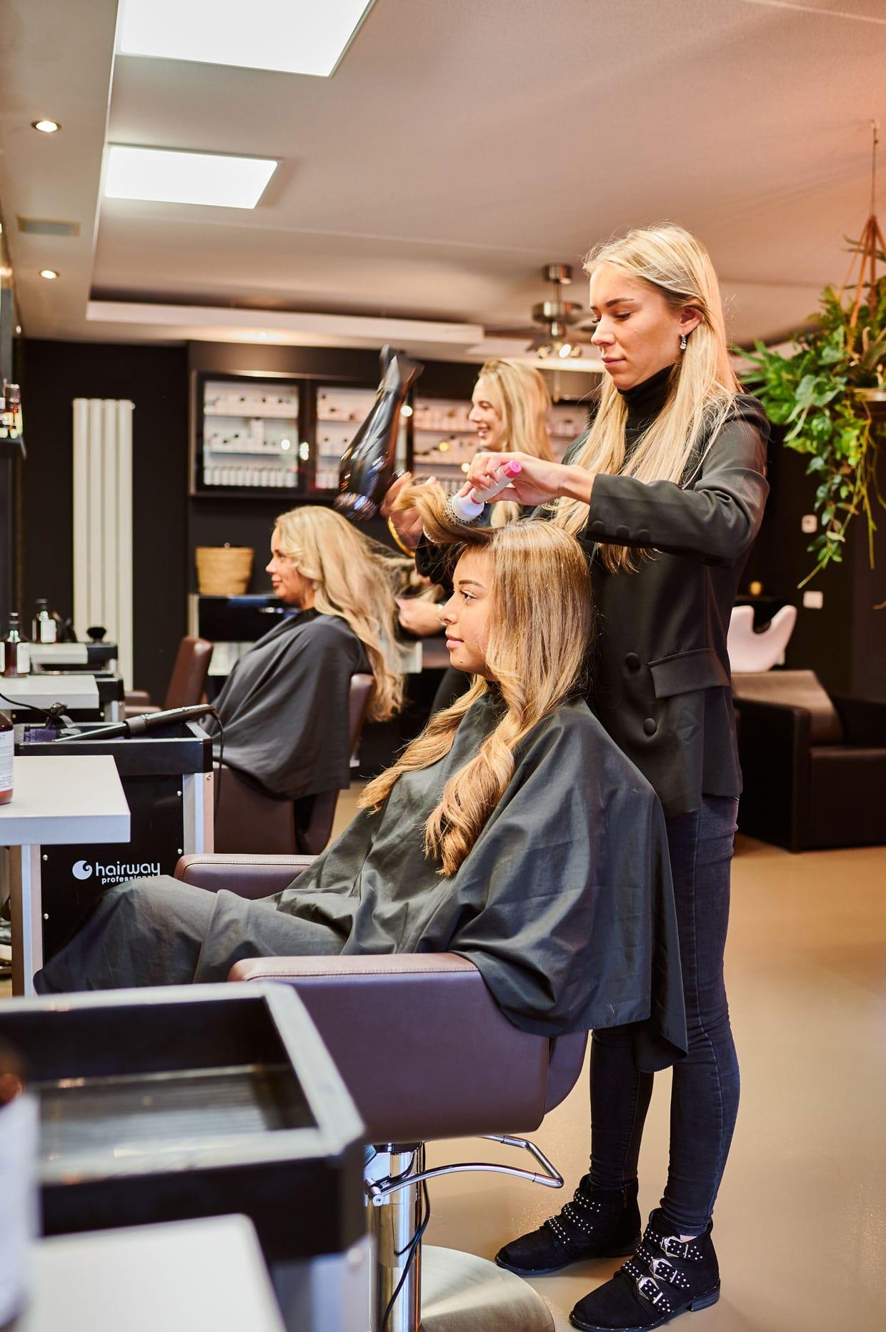 Foam Haarstudio, haar-föhnen klant.